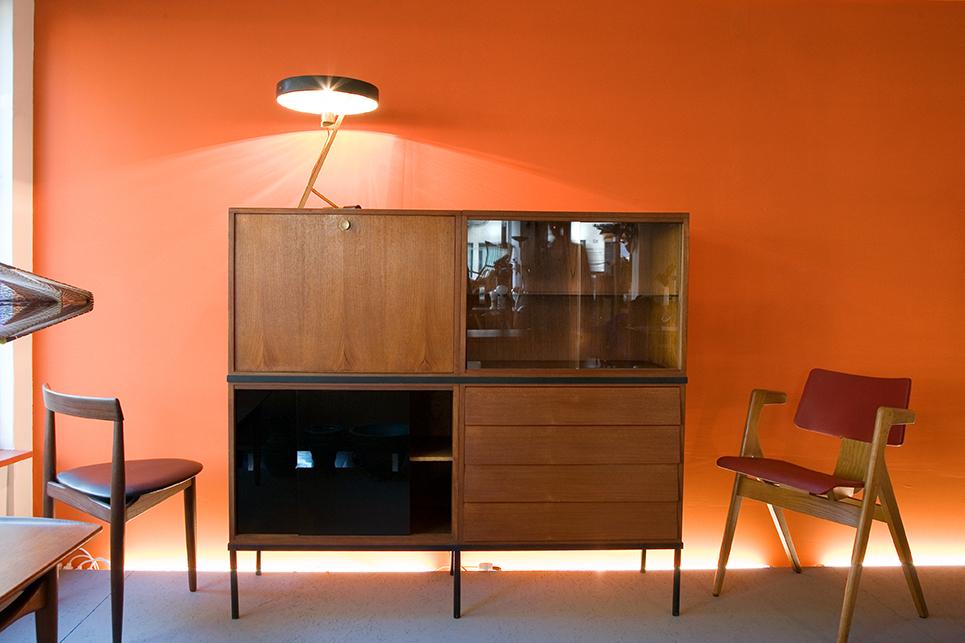 Photo de mobilier design des années 50